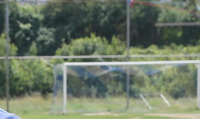 Дете с опасност за живота след като врата от футболно игрище пада върху него