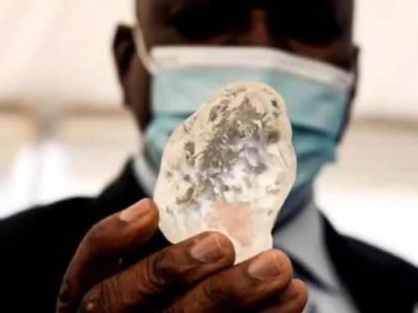 В южноафриканската република Ботсвана откриха третия по големина необработен диамант