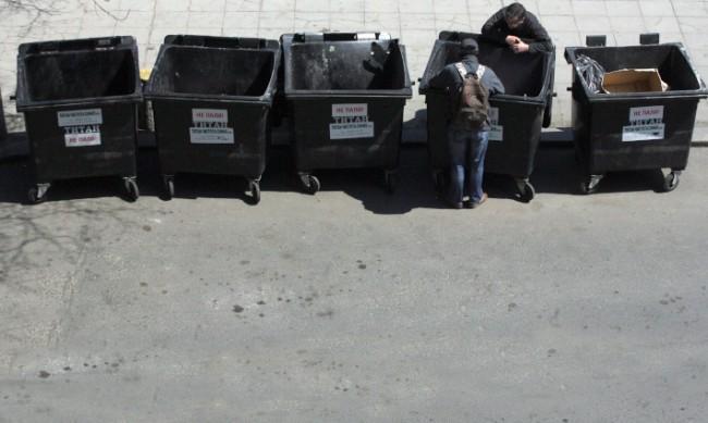 Защо чисто нови кофи за смет изчезнаха от столичен квартал?