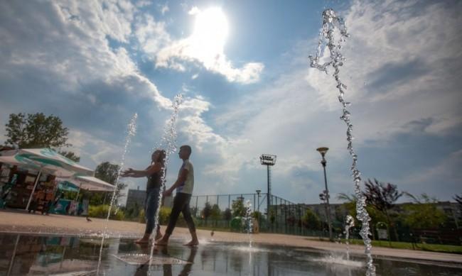 Юни с 2 градуса по-хладен, но лятото ще продължи и през септември