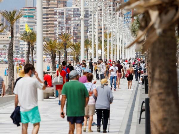 Ваксинационната кампания в Испания върви по план и правителството планира
