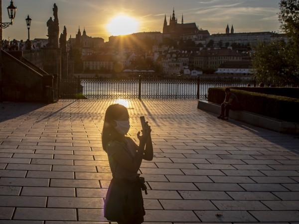 Разходката през Карловия мост или вечерята под известния астрономически часовник