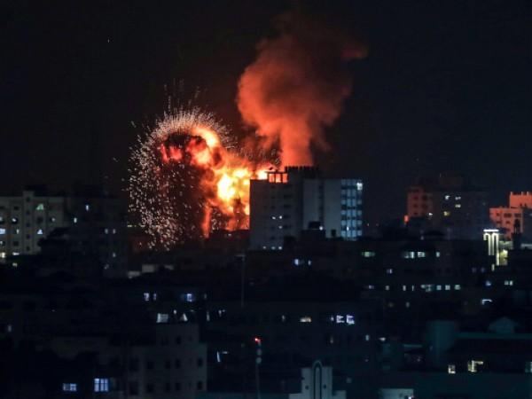 Израелски самолети тази нощ нанесоха въздушни удари по Газа, след