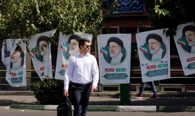 Иран ще има нов президент, провеждат се избори