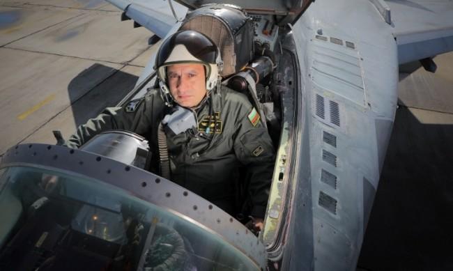 Адм. Евтимов: Не може да се говори за сваляне на самолета МиГ-29