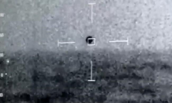 Конгресмени от САЩ за НЛО: Става нещо, с което не можем да се справим