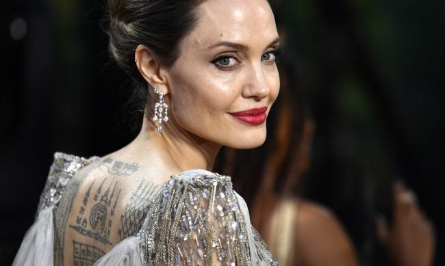 Анджелина Джоли си татуира цитат на Галилео Галилей