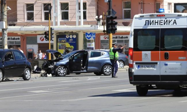 """Катастрофа на """"Цариградско шосе"""" в София, четирима ранени"""