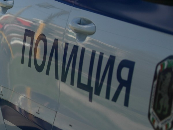 Катастрофа с полицейска кола стана на третокласен път във Врачанско.