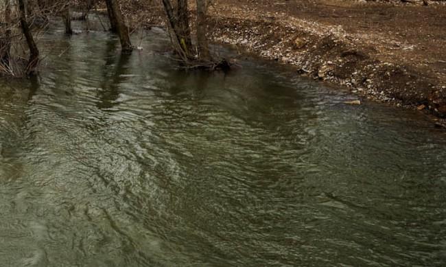 12-годишно дете се удави в изкоп заради бас