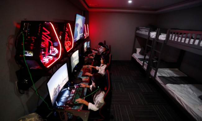Държаха заложница в интернет кафе ден и половина