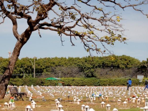 Бразилия прехвърли 500 000 смъртни случая, причинени от COVID-19, заяви