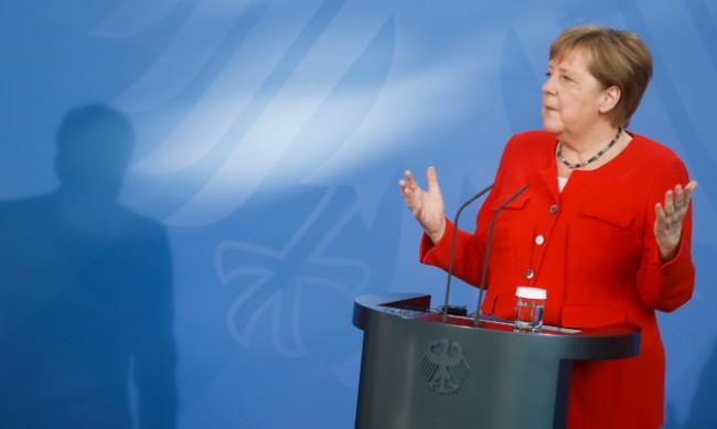 Меркел: С Русия сме свръзани, но отношенията се усложняват