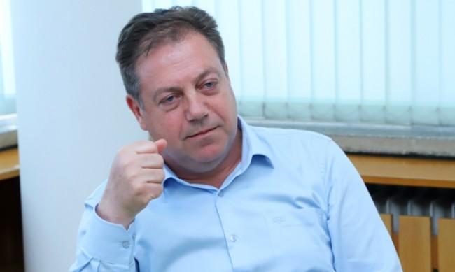 Д-р Маджаров: Маските в транспорта да паднат последни