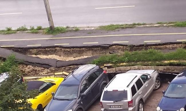 Велоалея падна върху паркирани коли във Варна