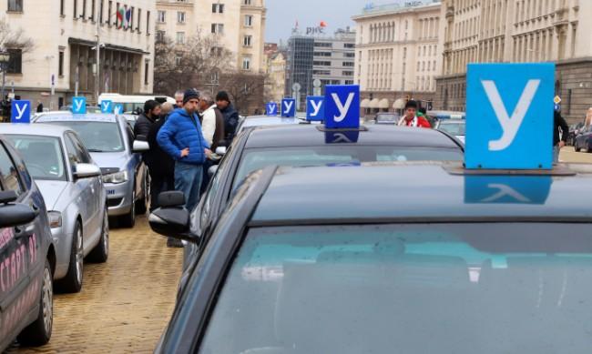 "Автоинструктори излизат протест заради ""лобистки"" поправки"