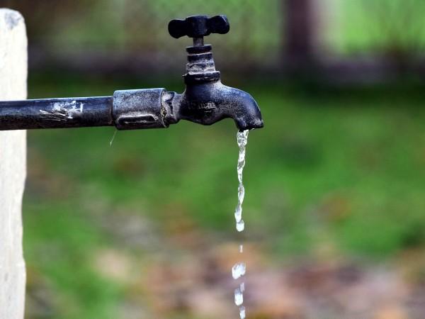 Мътна и кална вода потече от чешмите в почти цял