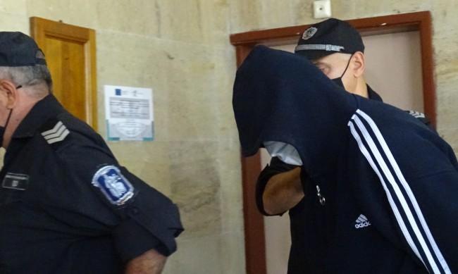 Оставиха в ареста банковия обирджия от Дупница