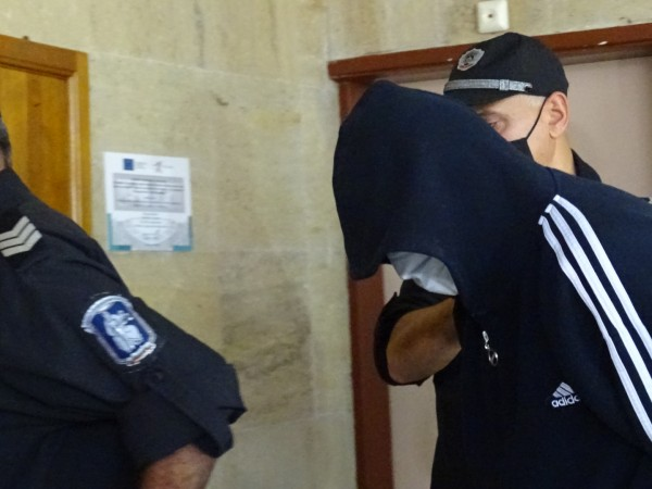 """Мъжът, ограбил банка в Дупница, остава в ареста. """"Съжалявам, действах"""