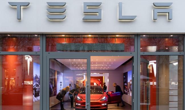 Системите за автопилот на Tesla са отговорни за смъртта на 10 души