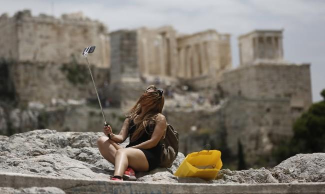 Рязък спад на заразените с COVID-19 в Гърция