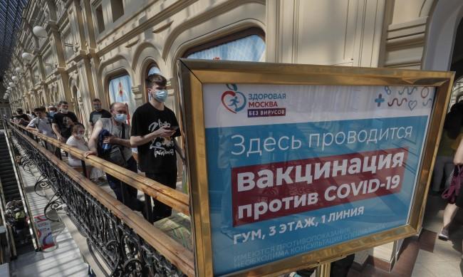Болните от COVID-19 в Русия се множат: Каква е истината за Sputnik V