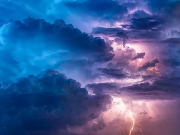 Проливен дъжд, ураганен вятър и над 44 хиляди мълнии само