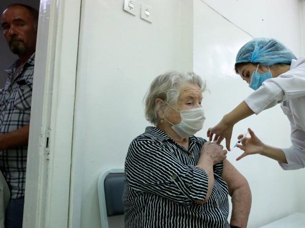Служителите, отказващи да се ваксинират срещу Ковид-19 в региони, където