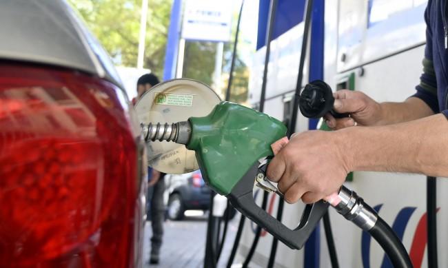 Къде литър бензин струва 1,6 цента, добре ли е да зареждате в Гърция, Сърбия?