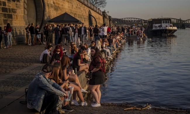 Промени в COVID мерки за пристигащите в Чехия