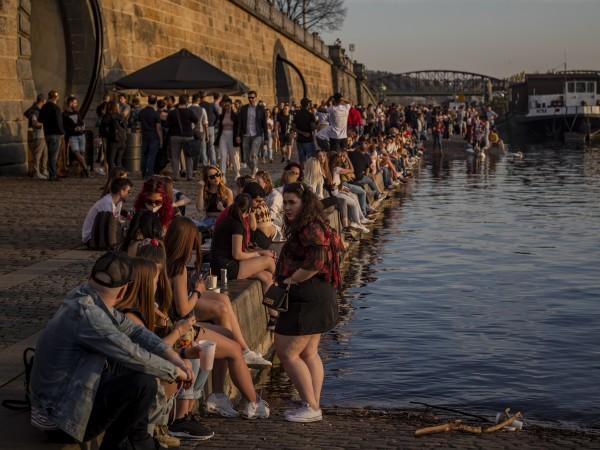 Чехия въвежда от днес промяна на ограничителните мерки за пристигащите
