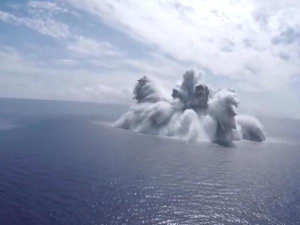 Американският флот проверява готовността на плавателните си съдове за битка.