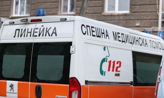 Нападнаха с желязо спешен медик в Ботевград