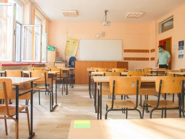 Децата в частни училища и родителите няма да могат да