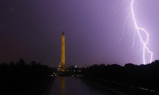 Гръмотевични бури оставиха хиляди без ток в Чикаго