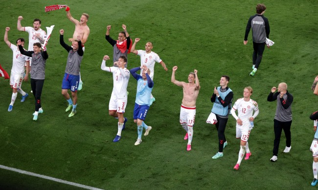 Дания разгроми Русия с 4:1, продължава към 1/8-финалите