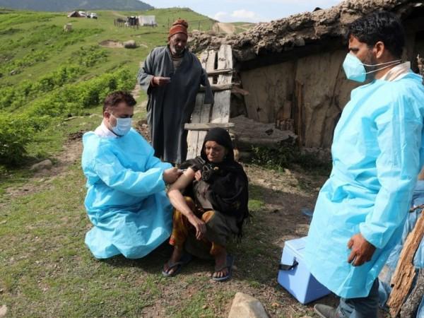 Рекордните 7 и половина милиона ваксинации за ден регистрира Индия.