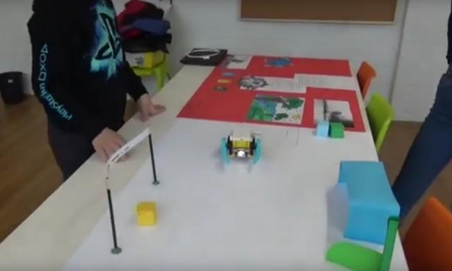 Ученици от Вършец създадоха робот за разделно изхвърляне на отпадъци