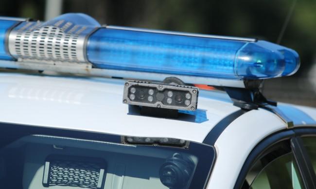 Хванаха 13-годишен да кара бус с крадени дърва