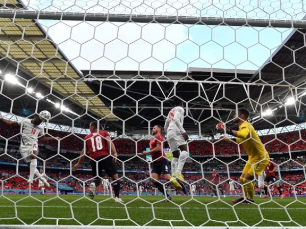 Англия победи Чехия с 1:0 в заключителна тактическа среща от