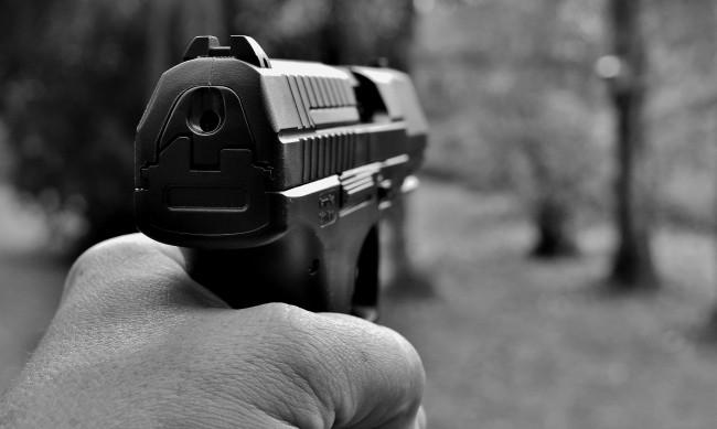 Неизвестни стреляха по прозорците на къща в Русе