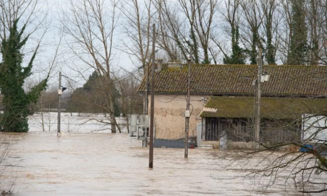 Придошла река във Франция отнесе 17-годишно момче