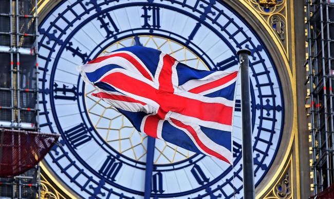 Лондон дава още 28 дни на кандидатите за статут на уседналост