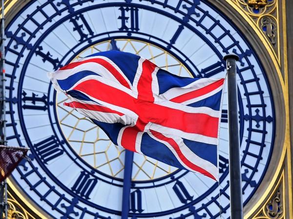 Десетки хиляди граждани на ЕС, живеещи в Обединеното кралство, ще