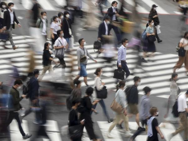 Япония е известна с това, че хората работят до късна