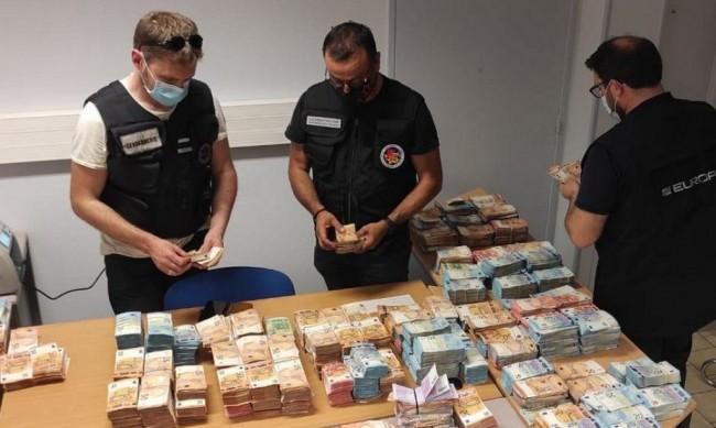 Арести във Франция за източване на €12 млн. от COVID помощи