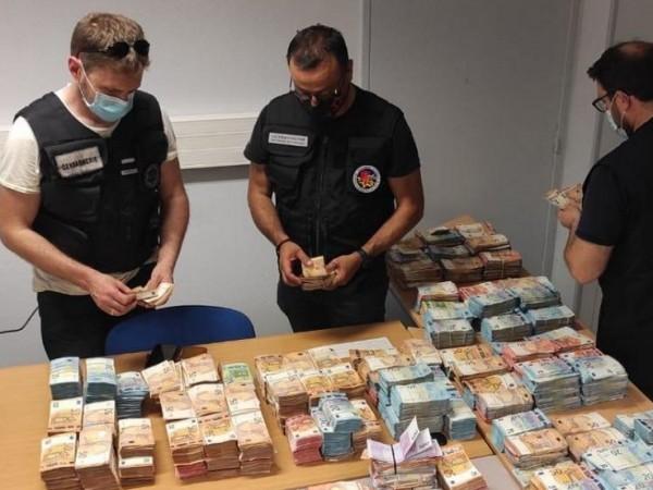 Във Франция са арестувани 6-има членове на престъпна група, действала