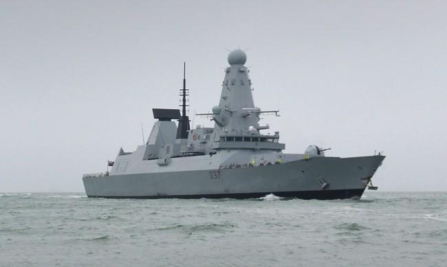 Руски военни откриха огън по британски кораб в Черно море