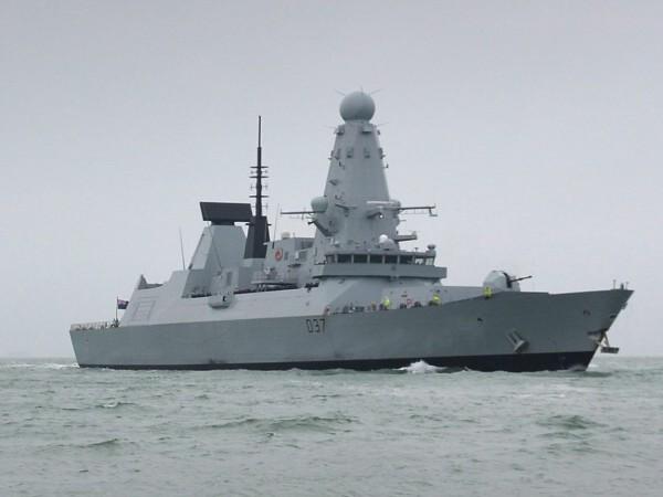 Руски военен кораб е открил предупредителен огън срещу разрушителя от