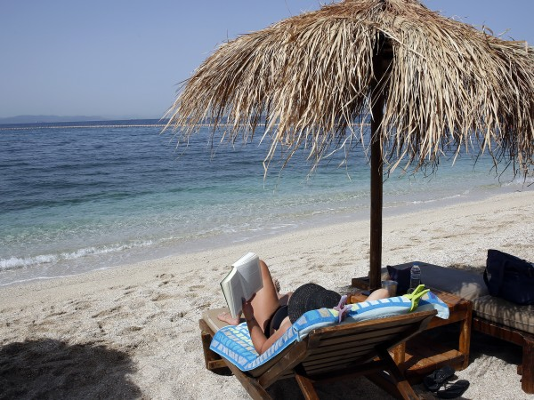 Почивките на 150 000 български туристи е пред провал, след